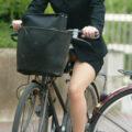 【画像】警戒心ゆるゆるw自転車パンチラする子を盗撮