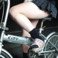 【画像】自転車に乗るJKの太ももが異様にエロいんだけどw
