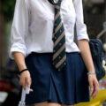 【画像】学園内などで盗撮されたJKの透けブラ!