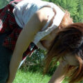 【画像】猛暑で薄着になった女の子たちの胸チラ盗撮!