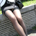 【画像】脚の光沢感が最高な黒パンストの盗撮画像