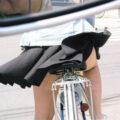【画像】10代の女の子たちの自転車パンチラを盗撮!