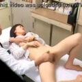 【動画】診察に来た制服OLがセクハラ診察さらた挙句中出しw