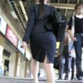 【画像】タイトスカートのOLがいると目で追ってしまう件w