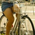 【パンチラ盗撮画像】ミニスカで自転車乗っちゃう警戒心ゼロな女の子たちw