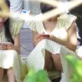 【パンチラ盗撮動画】おそろいの服を着た仲良し姉妹がパンチラしまくってたから盗撮w